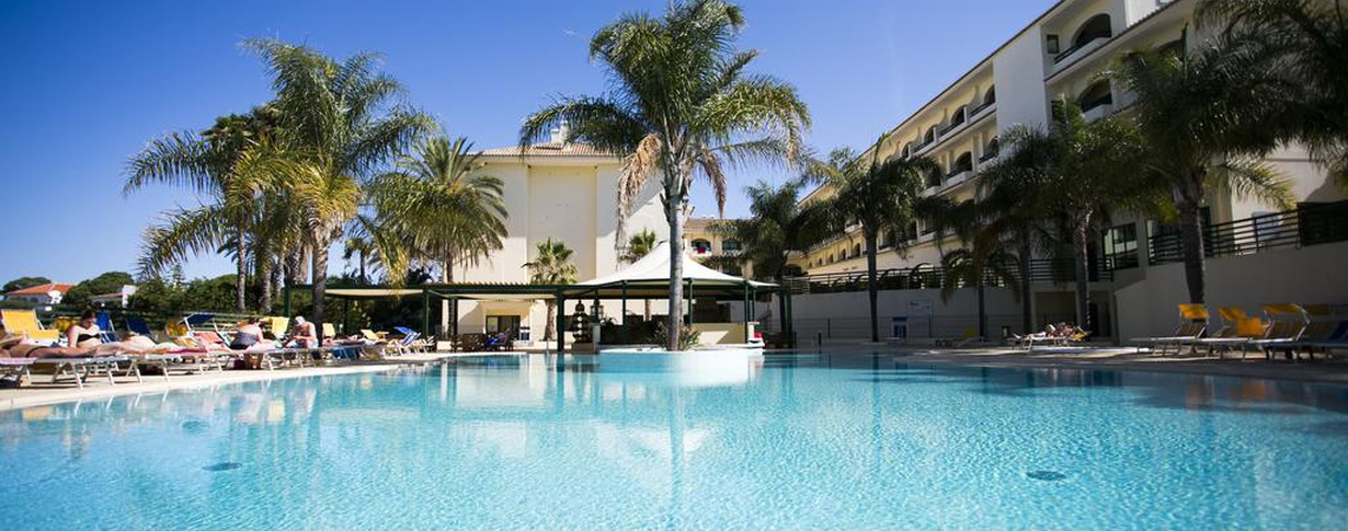 swimming pool Hotel Mirachoro Praia en Algarve