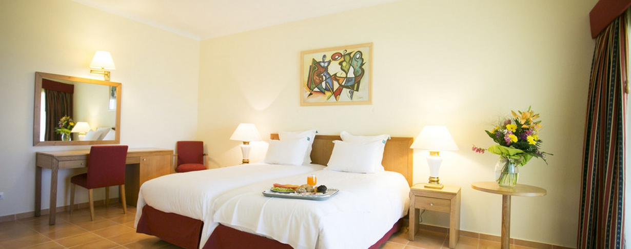Twin room Hotel Mirachoro Praia en Algarve